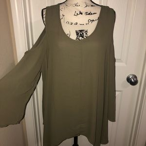 Tops - Plus Size Flowy Cold Shoulder Tee